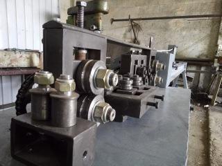 Станок из металлолома для выпрямления прутка. Алжир.