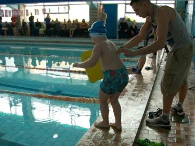 У Рівному змагання із плавання об'єднали близько сотні учасників