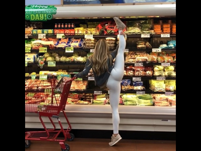 """Jacquelyn    @getstretchy on Instagram: """"Get Stretchy Sunday's! Why not shop and stretch?! ☺️🙌🏽 I challenge you to @getstretchy somewhere random to..."""