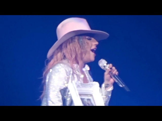 Grigio Girls на шоу «Joanne World Tour» в Хьюстоне (3 декабря)