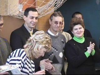 2002г. - в бытность депутатом награждаю в Оболенской школе учащихся