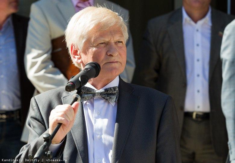 Бессменный директор Гуманитарного лицея Сергей Алифоренко вышел на пенсию