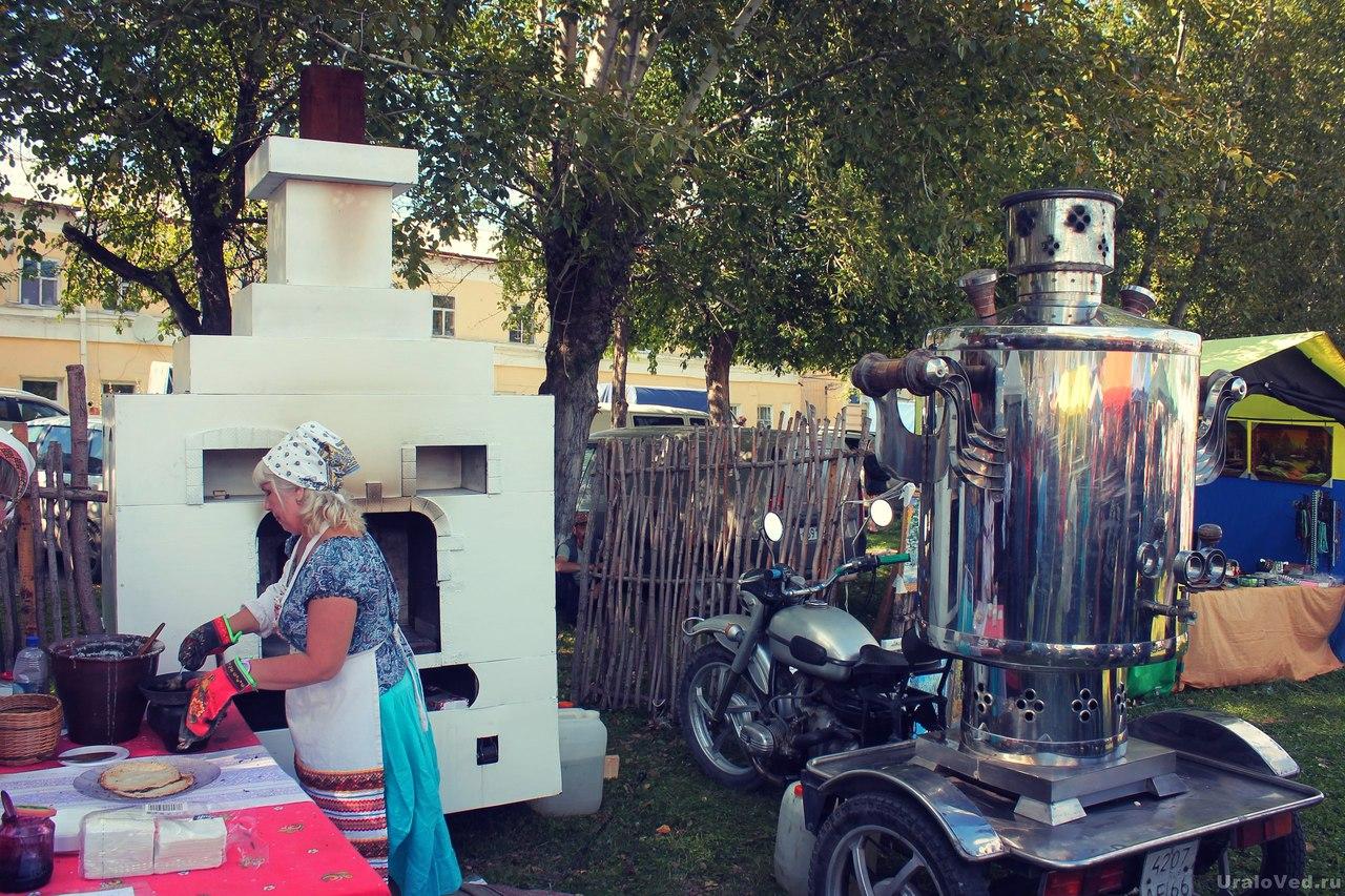 Русская печка и самовар на Ирбитской ярмарке