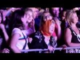 Бабуля отжигает на концерте