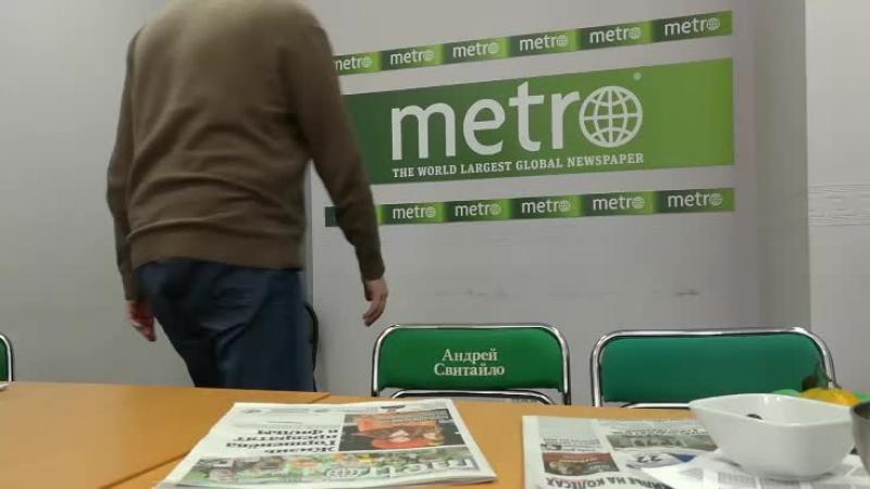 В гостях у Metro-Москва розовый какаду Савелий, который снимался в кино и сериалах.