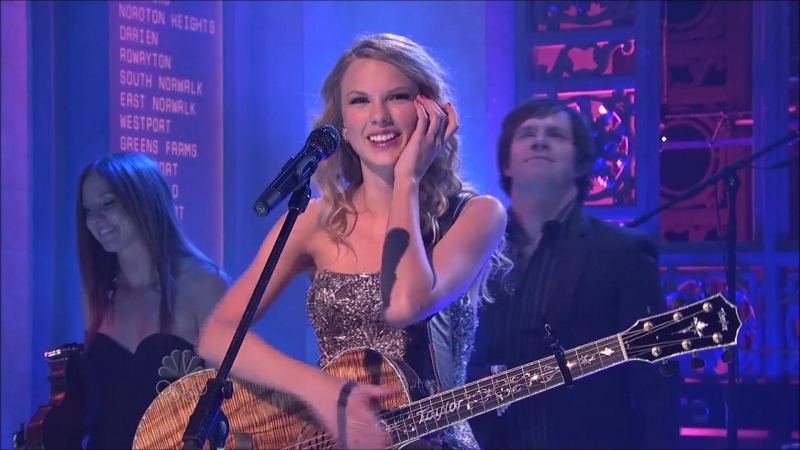 Taylor Swift - Untouchable (Live on The SNL 2009)