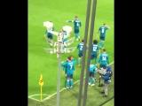 Болельщики Ювентуса стоя аплодируют Роналду после забитого гола