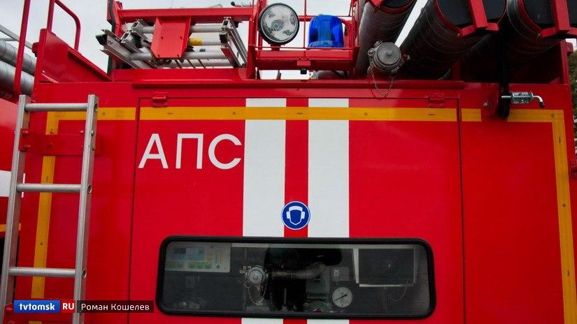 Пожарные вынесли газовый баллон из горящего дома в Томском районе