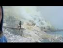 Вредные токсины в кратере вулкана Иджен 🌋