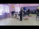 Николай Мельник исполняет песню