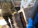 Активисты СтопСвалкаБор помогают инвалиду. Уборка гаража.