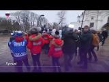 Дети из разных городов России приехали на новогоднюю елку в Кремле
