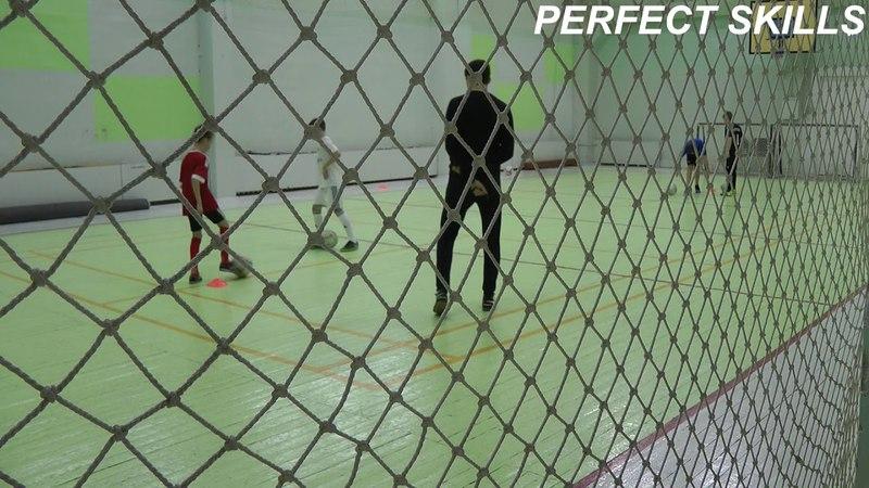 Упражнение: 2 колонны - пробросить мяч мимо защитника (верхом)   Младшие