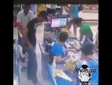 обычный случай в венесуэлле. ему повезло что он жив, как правило они их убивают