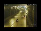 ДТП Октябрьский мост 12.11.2017. Парень уходя от ДПС врезался и пробил отбойник. Череповец