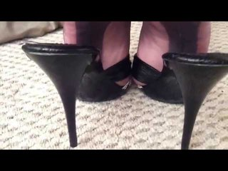 Heel play in Fully fashioned pewter grey stockings