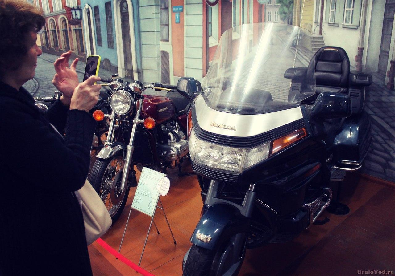 В музее мотоциклов