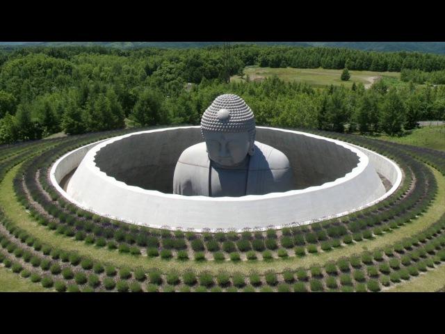 Тадао Андо скрыл статую Будды внутри холма, чтобы усилить эмоции. Сила пути в архитектуре. Японский архитектор показывает, как работать с памятниками, чтобы раскрыть их чувственный потенциал в полной мере.