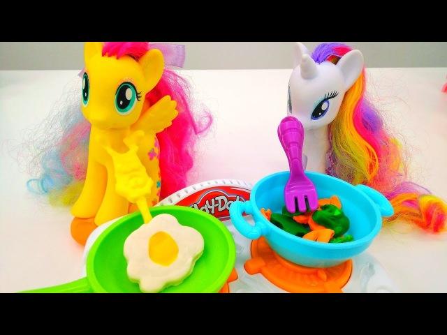 Lustige Schule. Pony Toys kneten mit Play Doh.
