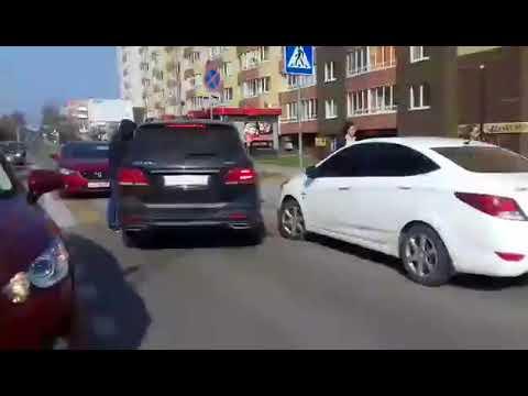 В Калининграде трое мужчин затолкали силой в автомобиль женщину и увезли ее в неизвестном направлении.