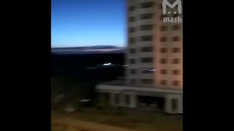 А вечер горячий. Это уже Москва, горит и немножко взрывается ещё незаселенный дом. Вовремя t.mejoinchatAAAAADv7jmaa_EC