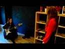 Melissa учит распеваться свою ученицу Катю академическим вокалом