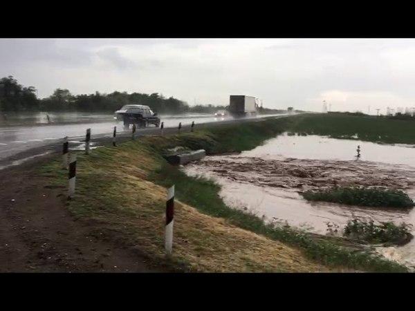 Дожди привели к затоплению дороги Волгоградская область 25 май