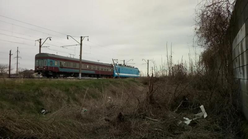ЭП1П-027 с вагоном дефектоскопом.