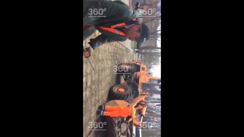Балашихинский рабочий сплясал с ломом на фоне Катюши под песню Ленинграда
