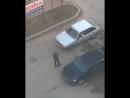 Житель Ставрополья станцевал на капоте движущегося автомобиля