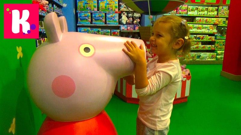 Купили гигансткую Barbie /Свинка Пеппа поцеловала Катю / Куклы Машинки и миллионы игрушек в Hamleys