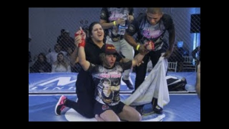 Lutadora Trans Anne Veriato vence homem no evento Mr Cage 34