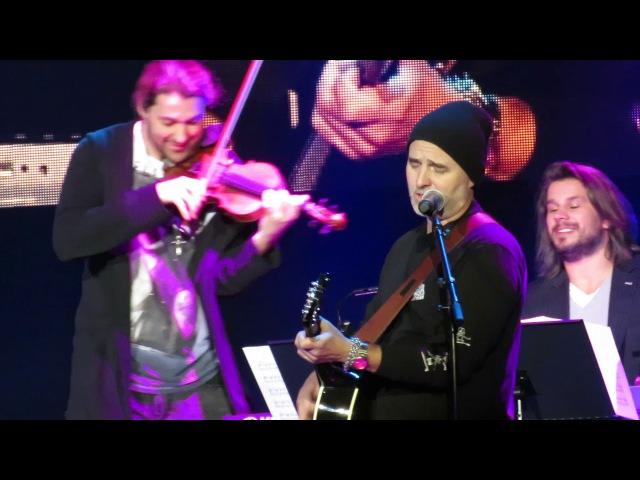 2017_12_08 David Garrett in Riga spielt Nah Neh Nah