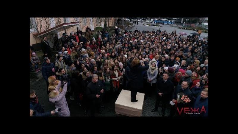У Вінниці заспівали Щедрика на площі сотні хористів