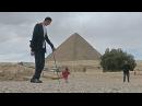 Самый высокий и самая маленькая попозировали на фоне египетских пирамид