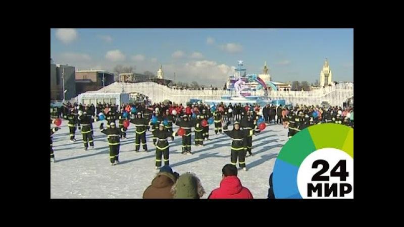 Московские спасатели и пожарные встали на коньки - МИР 24