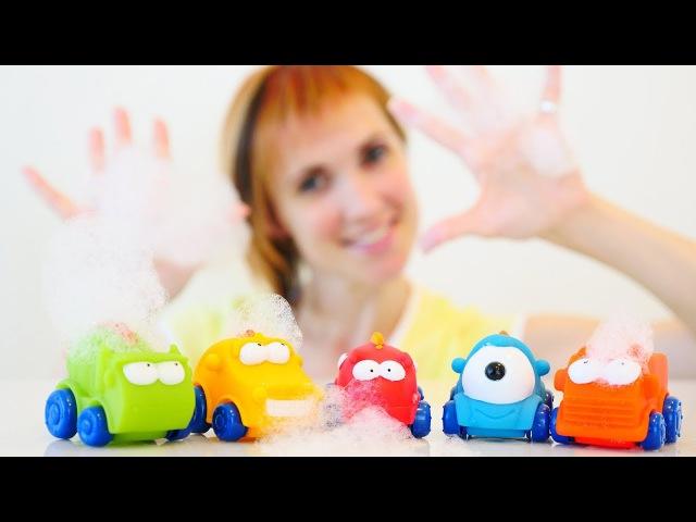 Машинки в джакузи. Игрушки для ванной с Машей Капуки Кануки