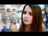 Милая девушка показывает грудь в магазине )