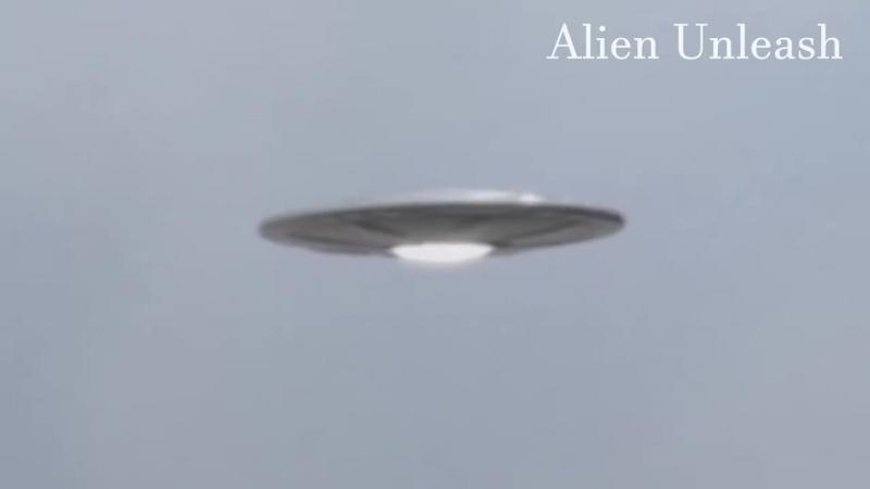 UFO Alien Abduction. }{... - UFO Aliens Ovni X