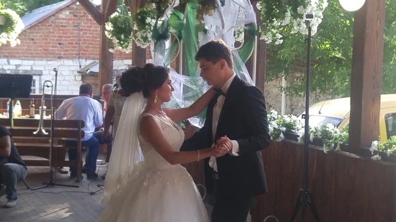 Любуюся) не думала що такий танець вийде мною придуманий, але думаю все вдалось) дякую коханому за терпіння😁☺️