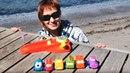 Маша Капуки и машинки на пляже. Видео для малышей.