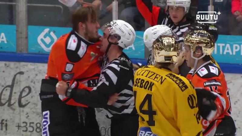 HPK-puolustaja puolusti jälleen joukkuettaan ilman hanskoja – hyökkäsi KalPan pelaajan kimppuun Финский Хоккей╞╬═╡Suomen Jääkiek