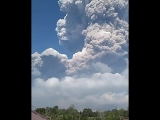 Вулкан Синабунг в Индонезии 1 (6 sec)
