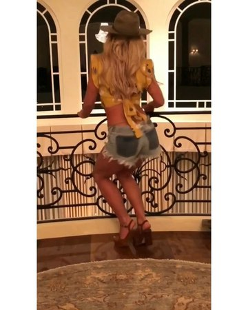 """Britney Spears on Instagram """"I think its impossible for me to go a day without dancing 😜🌹"""""""