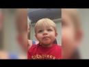 Дети впервые увидели фейерверк салют