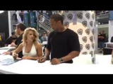 SDCC Автограф-сессия каста Стрелы Warner Bros.