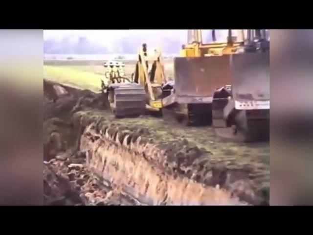 Бульдозеры пашут землю огромным плугом