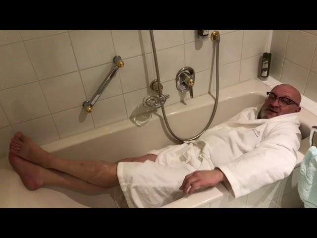 Тирольский сосед: помывка в ванной))