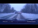 На выезде из Шлиссельбурга произошло массовое ДТП. Машина в лобовое /Gorod47/