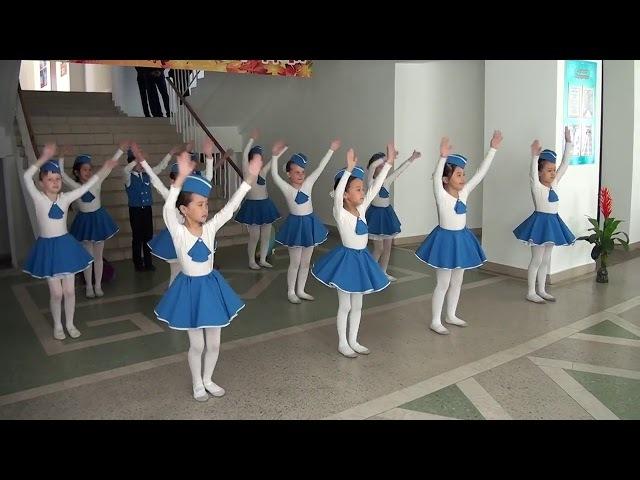 Танец стюардесс 'Воздушный экипаж' Детский танцевальный коллектив 'Журавлик'